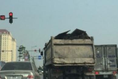 Muốn an toàn hãy tránh xa container trên đường