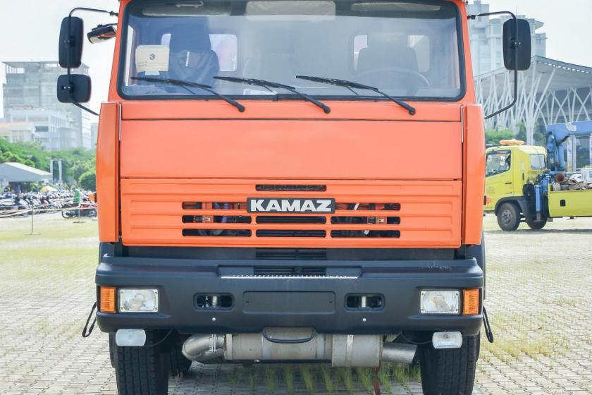 XE BỒN NHỰA ĐƯỜNG KAMAZ 6540 (8x4) - 17,2 M3
