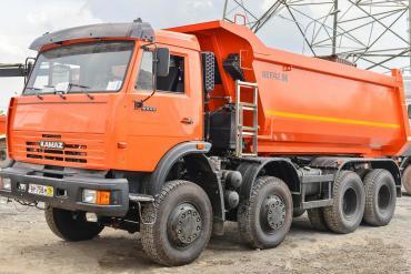 KAMAZ 6540 chạy tại mỏ đá Tân Cang